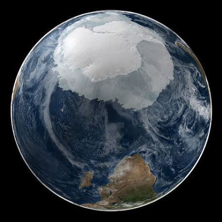 480px-global_view_of_the_arctic_and_antarctic